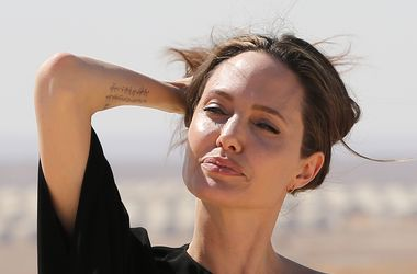 Джолі вперше з'явилася на публіці після розриву з Піттом