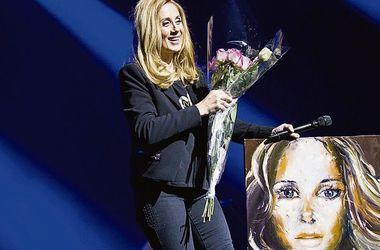 """Лара Фабіан в Україні """"ганяла"""" сек'юріті і вийшла на сцену в штанах і кедах (фото)"""