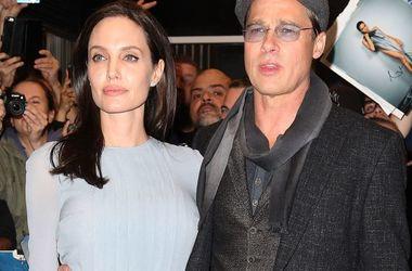 Анджеліна Джолі просить Бреда Пітта допомогти знайти нового психотерапевта для їх дітей
