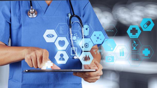 Полностью перевести медицинскую помощь на страховую форму хотят к 2020 году. Фото: ADOBE STOCK