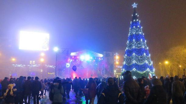 Новий рік у Донецьку зустріли відносно тихо – обійшлося без обстрілів і  провокацій b19b33b318684
