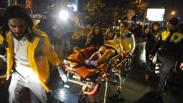 """""""Він розстрілював все на своєму шляху"""": українка, що вижила, розповіла всі подробиці теракту в Стамбулі"""