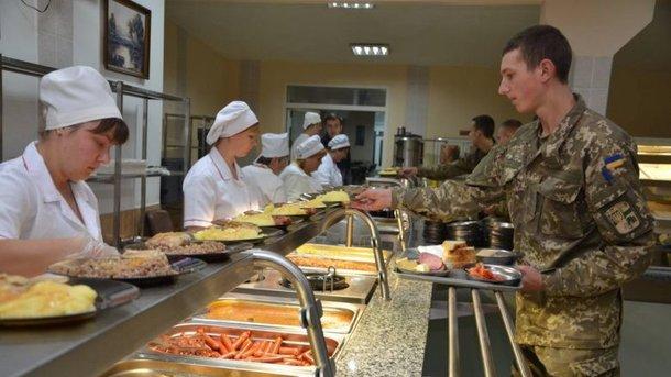 """""""Революція їжі"""" в армії: військовослужбовців переводять на харчування за принципом шведського столу"""