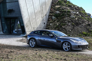 "<p style=""text-align: justify;"">Ferrari GTC4 Lusso</p>"
