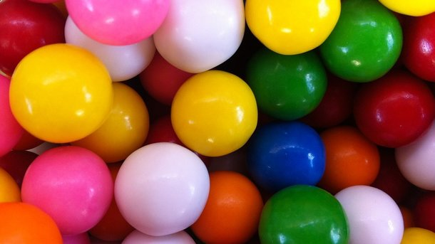 Регулярне вживання жувальної гумки і цукерок погано впливає на кишечник – вчені