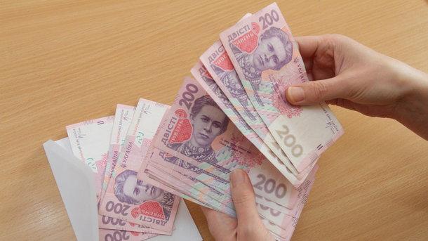 Скільки заробляють українці: мінімальну зарплату отримує кожен третій