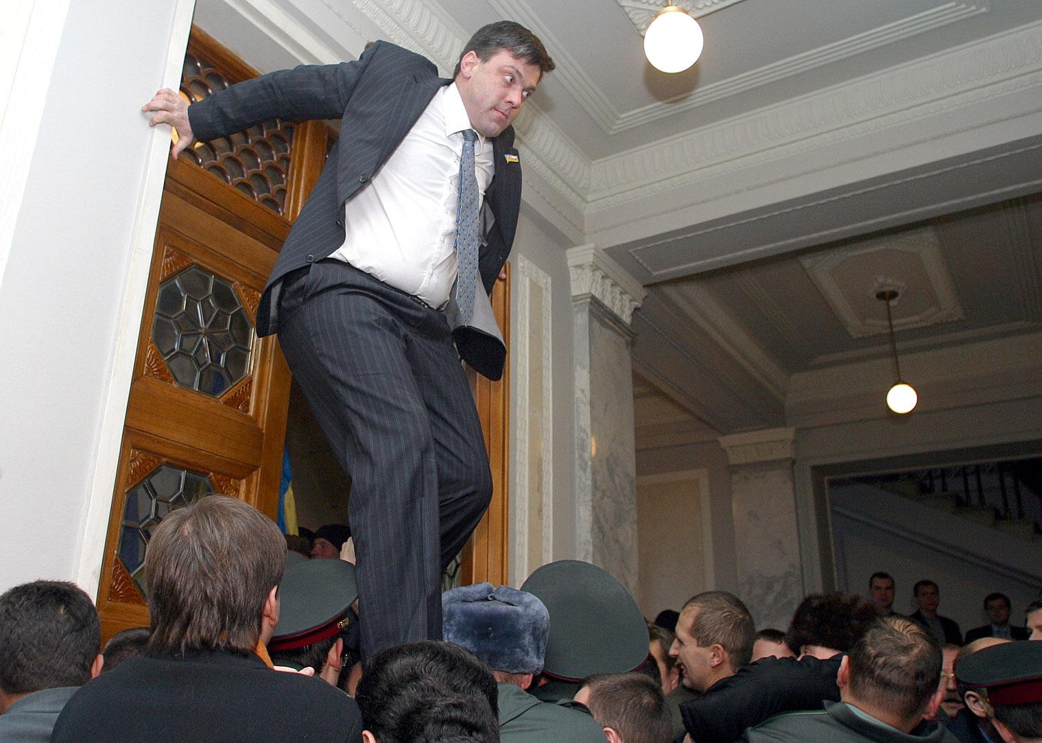Олег тягнибок лідер партії свобода