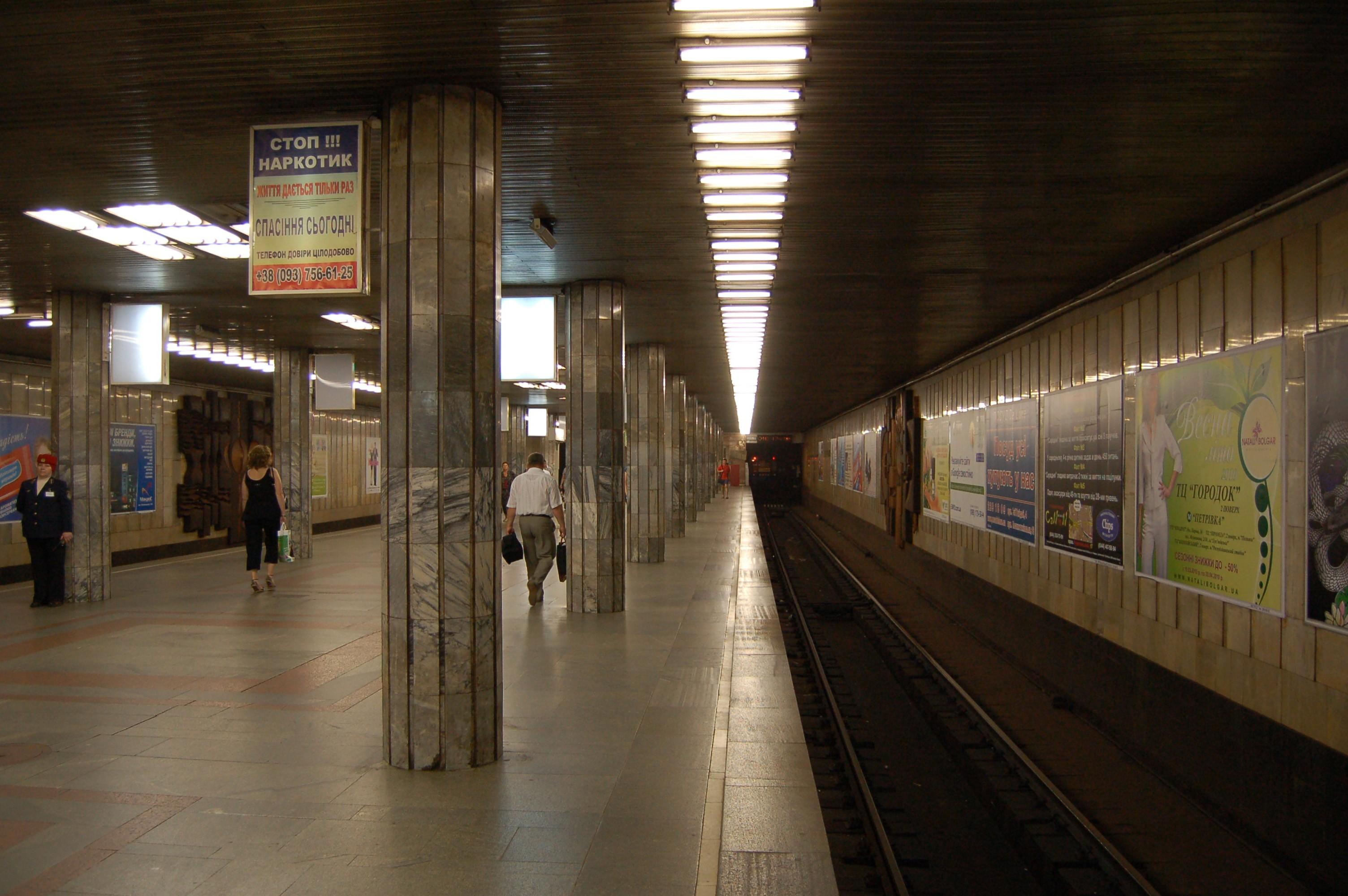 petrivka_metro_station_kiev_2010_02_1__