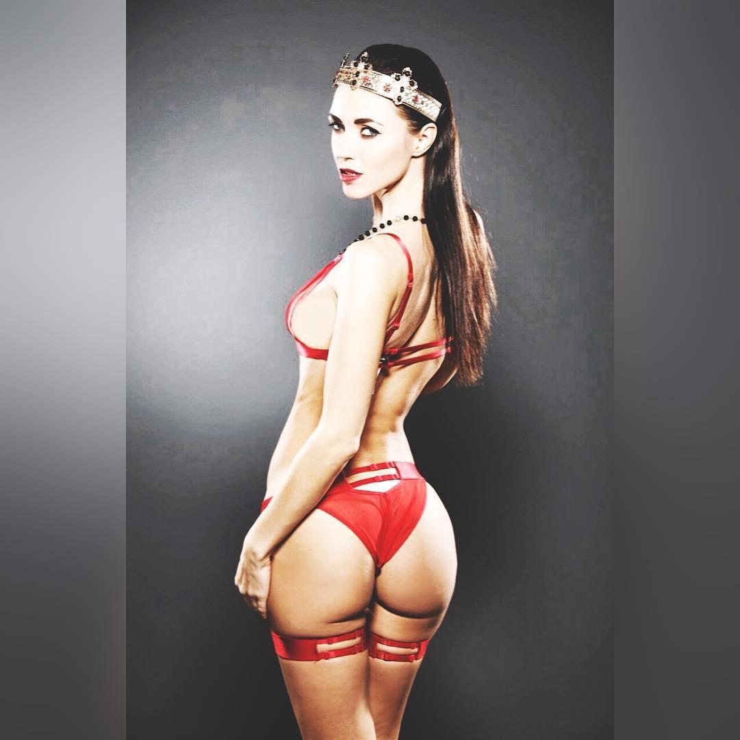 """Віка з """"НеАнгелів"""" здивувала формами в еротичній білизні (фото)"""