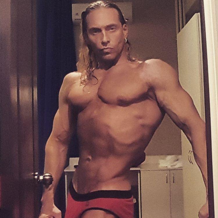 фото голих зірок чоловіків