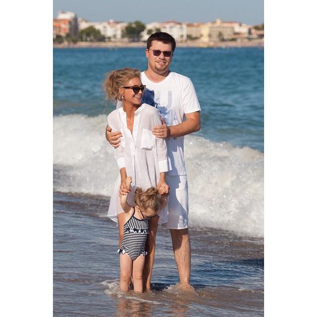 Крістіна Асмус поділилася зворушливим фото з маленькою донькою на пляжі (фото)