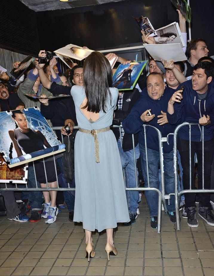 Бліда Джолі підкреслила осину талію металевим поясом за 2 тисячі євро (фото)
