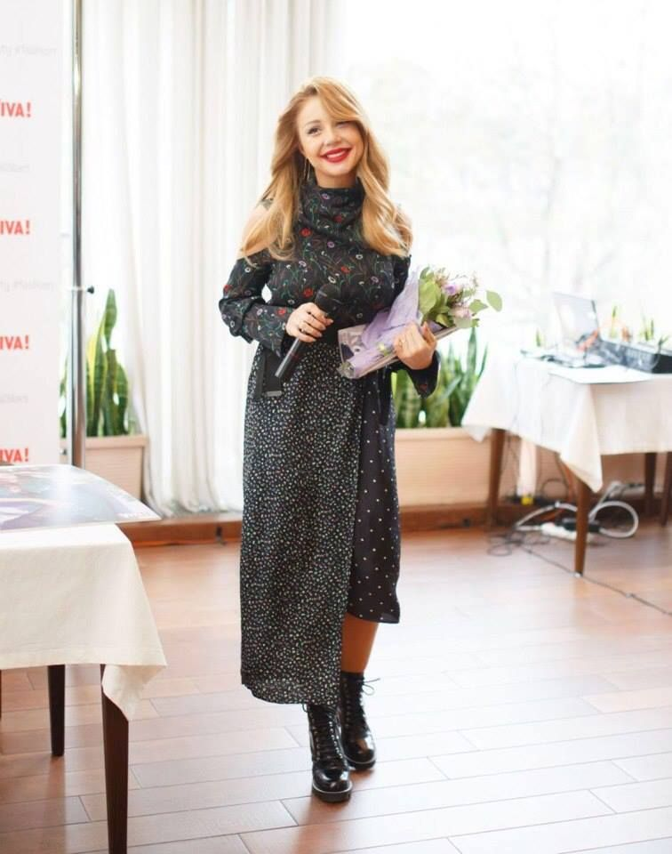 Модний образ від Тіни Кароль: співачка носить спідницю за 2,5 тисячі гривень з ботильйонами від Louis Vuitton (фото)