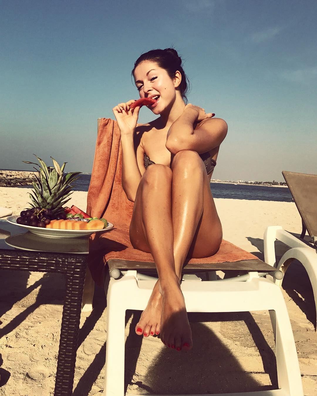 Співачка Нюша оголилася на відпочинку (фото)