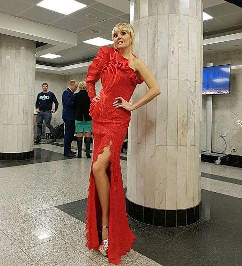 Співачка Валерія осоромилася з нарядом (фото)