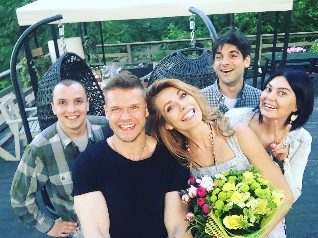 Дочка Ольги Сумської з відомим актором відзначила день народження в ресторані (фото)