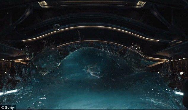 """Космос і басейн без гравітації: Дженніфер Лоуренс з'явилася в купальнику в тізері фільму """"Пасажири"""""""