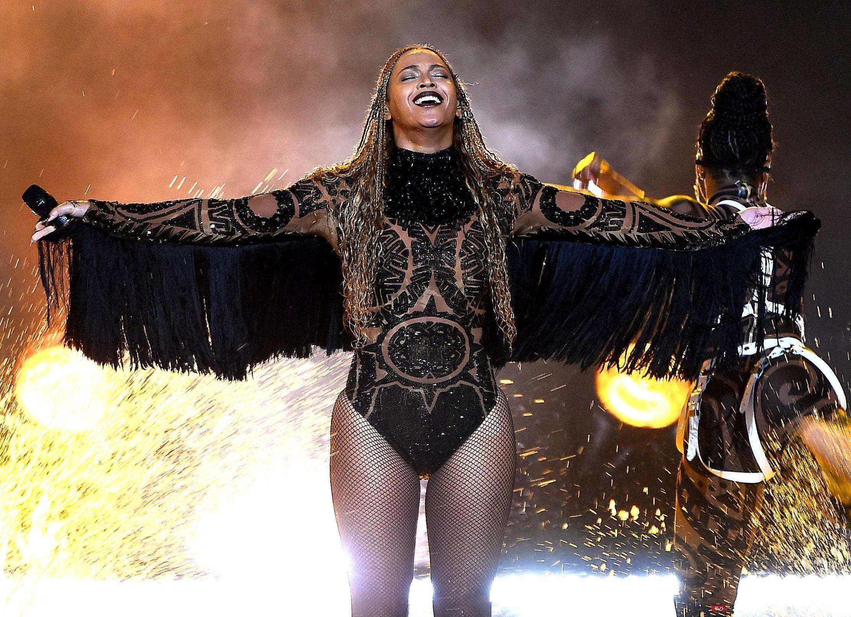 Бейонсе виступила в костюмі з 30-ма тисячами кристалів