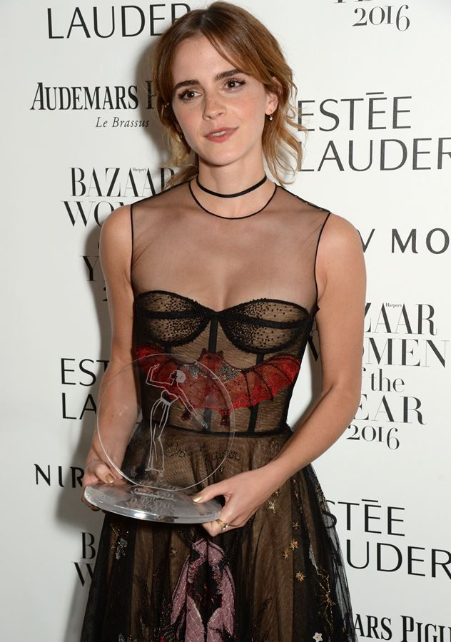 Емма Уотсон підкреслила груди розкішною сукнею від Dior (фото)