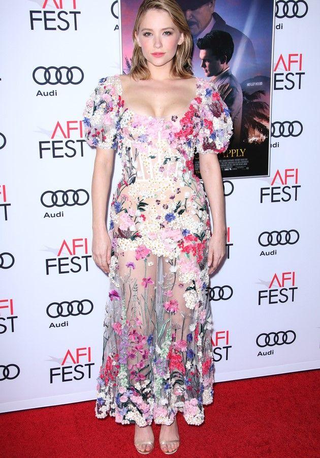 Віра Брежнєва засвітила груди в прозорій сукні з квітами (фото)