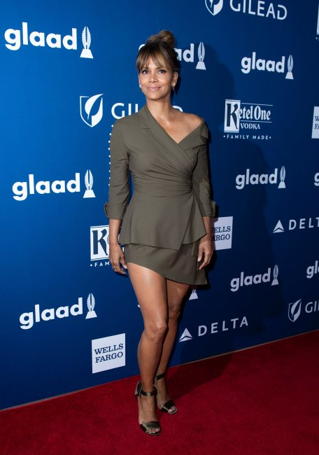 halle_berry_attends_t_02