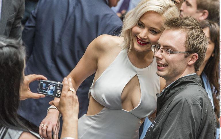 Дженніфер Лоуренс вразила шанувальників голими грудьми на прем'єрі (фото)