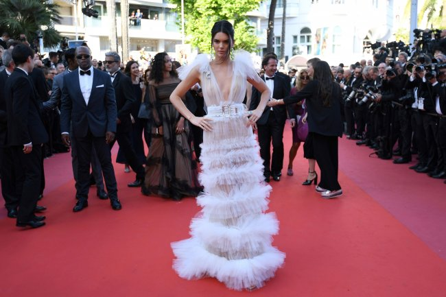 kendall_jenner_poses_1