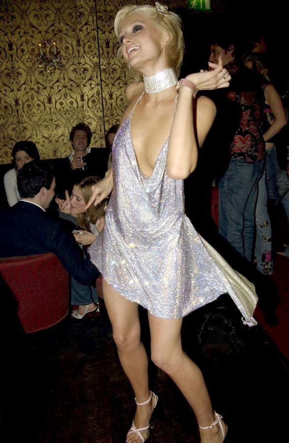 21-річна супермодель в блискучому міні без білизни кинула виклик Періс Хілтон (фото)