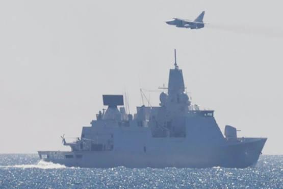 2 винищувача Росії кружляли біля нідерландського фрегата