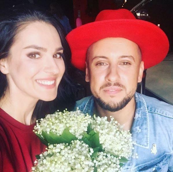 Маша Єфросиніна порадувала шанувальників квітковим селфі з молодим співаком