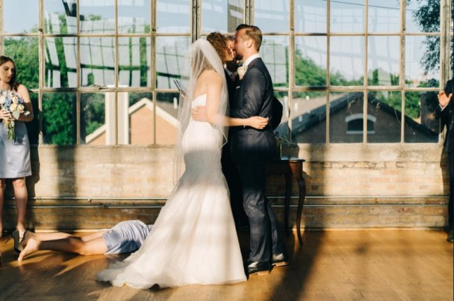 Хлопець виклав невдалий кадр з весілля, і його фото назвали найкращим у світі