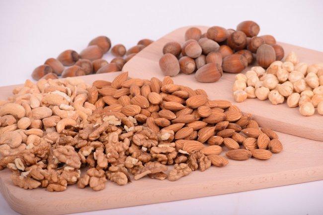 nuts-3248743_960_720