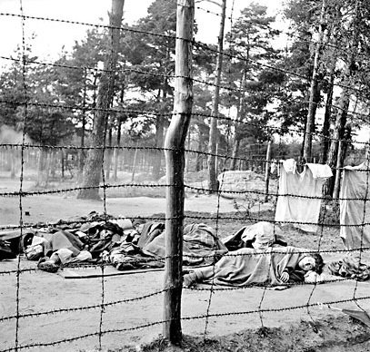 dead-and-dying-prisoners-at-the-newly-liberated-bergen-belsen-concentration-camp-979x1024