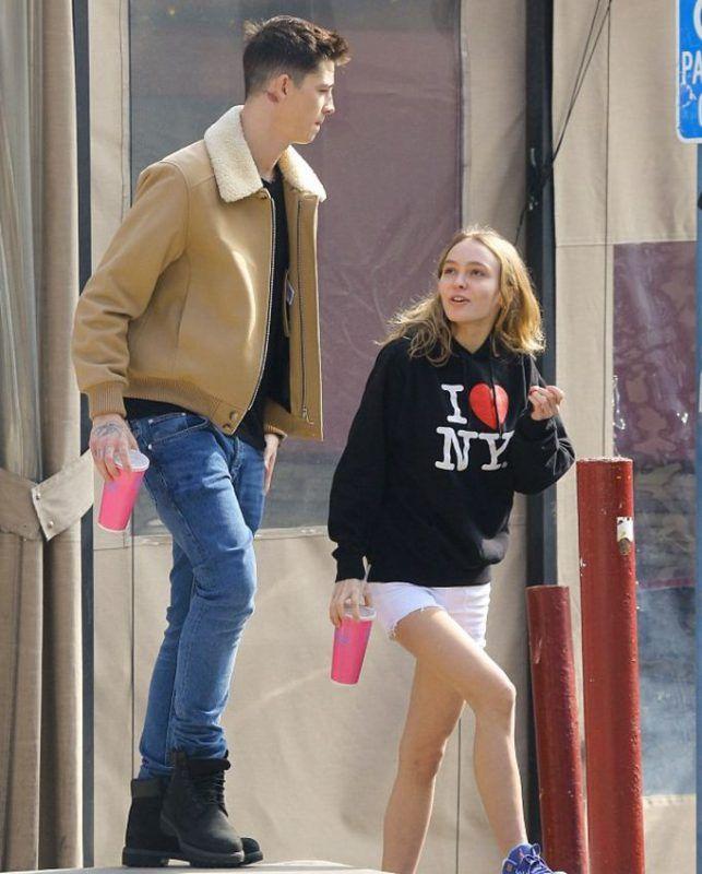17-річна дочка Джонні Деппа зустрічається з хлопцем-моделлю, у якого є дочка