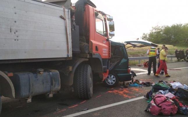 Жахлива ДТП: внаслідок зіткнення мікроавтобуса з вантажівкою загинуло дев'ять осіб