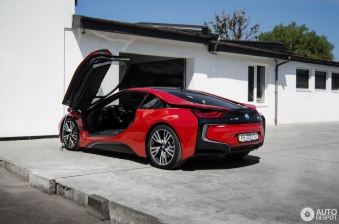 bmw-i8-protonic-red-edition-c924321092017220015_1-768x508-696x460