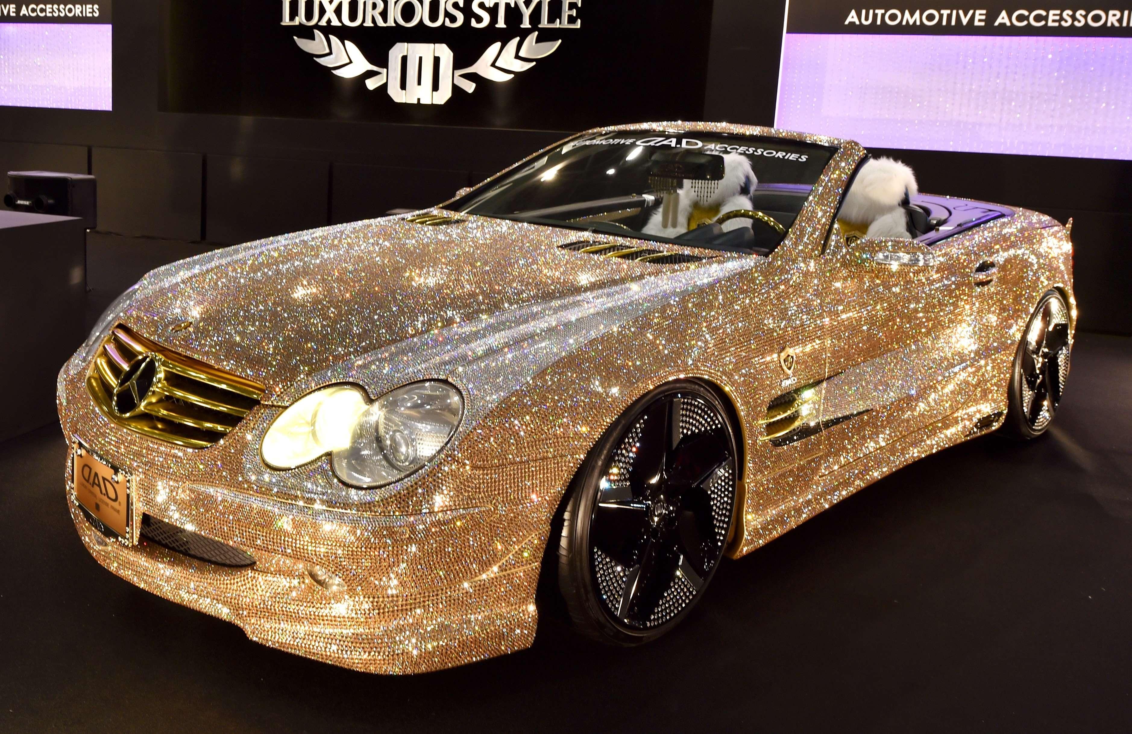 Японці створили гламурний Mercedes вкритий кристалами Swarovski - фото 1