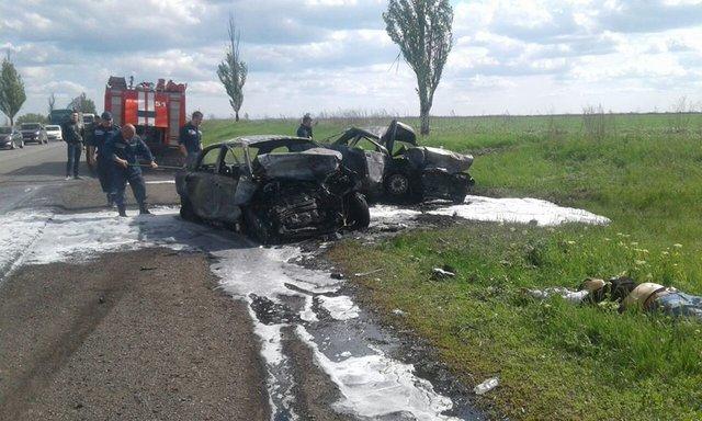 УДонецькій області вДТП загинули три людини: машини загорілися