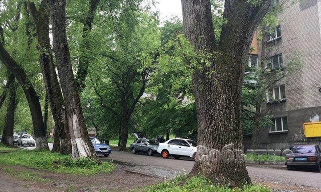 ЗМІ: Охоронець Яроша прострелив ноги таксисту вКам'янському