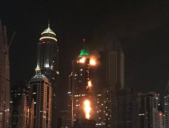 УДубаї загорівся 79-поверховий хмарочос