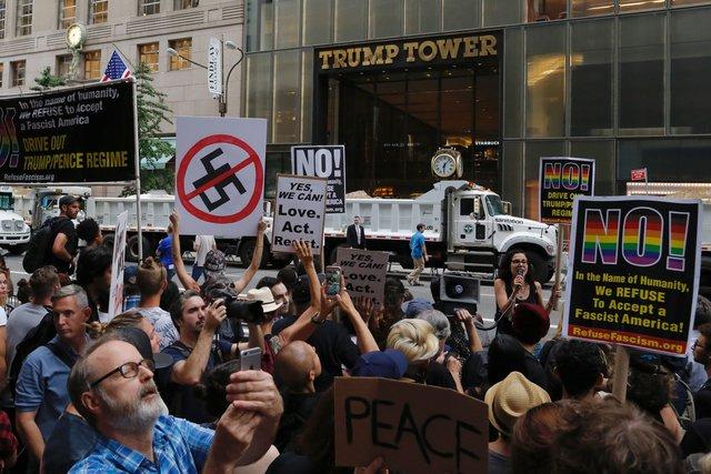 УНью Йорку протести проти Трампа. Поліція затримує людей