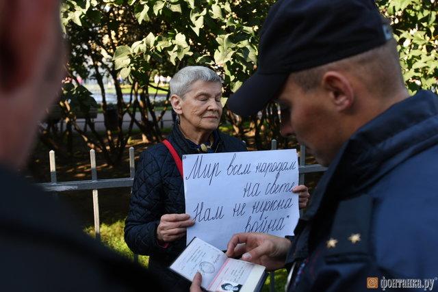 УПетербурзі росіяни зпрапорами України вийшли наантивоєнний мітинг: опубліковано фото