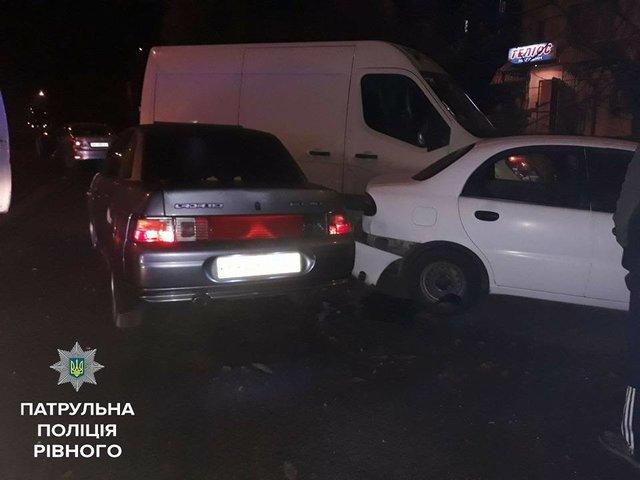 У Рівному п'яна жінка-водій протаранила чотири автомобілі