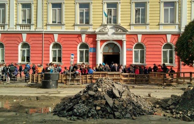 Поліція встановила хуліганів, які розпилили газ вужгородській школі