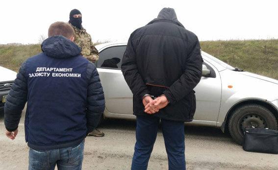 Прокурора на Рівненщині затримали нахабарі в2,5 тисячі доларів
