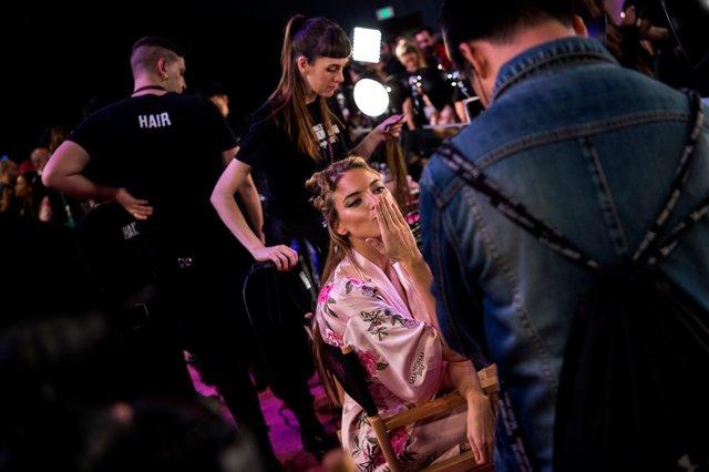 Модель Victoria's Secret посковзнулася наподіумі
