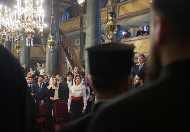 Якукраїнські політики і релігійні діячі прокоментували підписання тавручення томосу