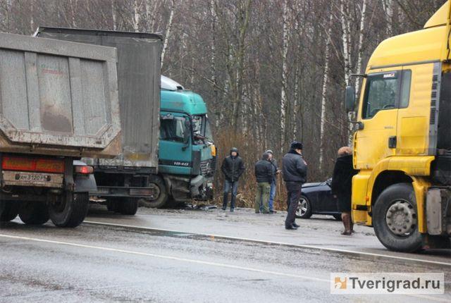 Кривава ДТП поблизу Твері: вантажівка протаранила мітингувальників натрасі