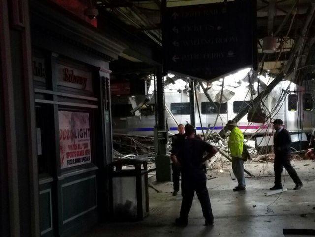 ВАмериці поїзд потрапив вжахливу аварію: є жертви