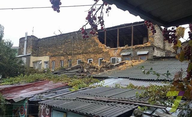 ВОдесі обвалилася стіна житлового будинку. Є загиблі